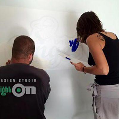 Дизайн, изработка на шаблони от фолио, рисуване, брандиране на магазини, витрини, автомобили, офиси.