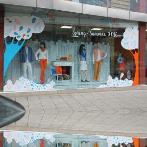 облепяне на витрина с фолио light on пловдив външна реклама