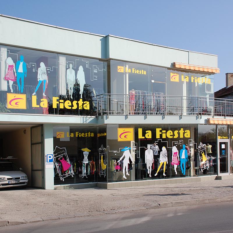 Дизайн, изработка и облепяне с шаблони на магазини Ла Фиеста, Пловдив.